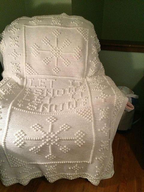 Let it snow Let it Snow pattern by Nancy Liggins | Cobija, Dos ...