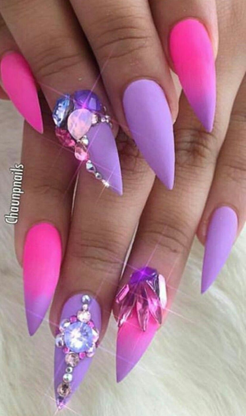 Pink purple rhinestone stiletto nails Manucure ongles vernis