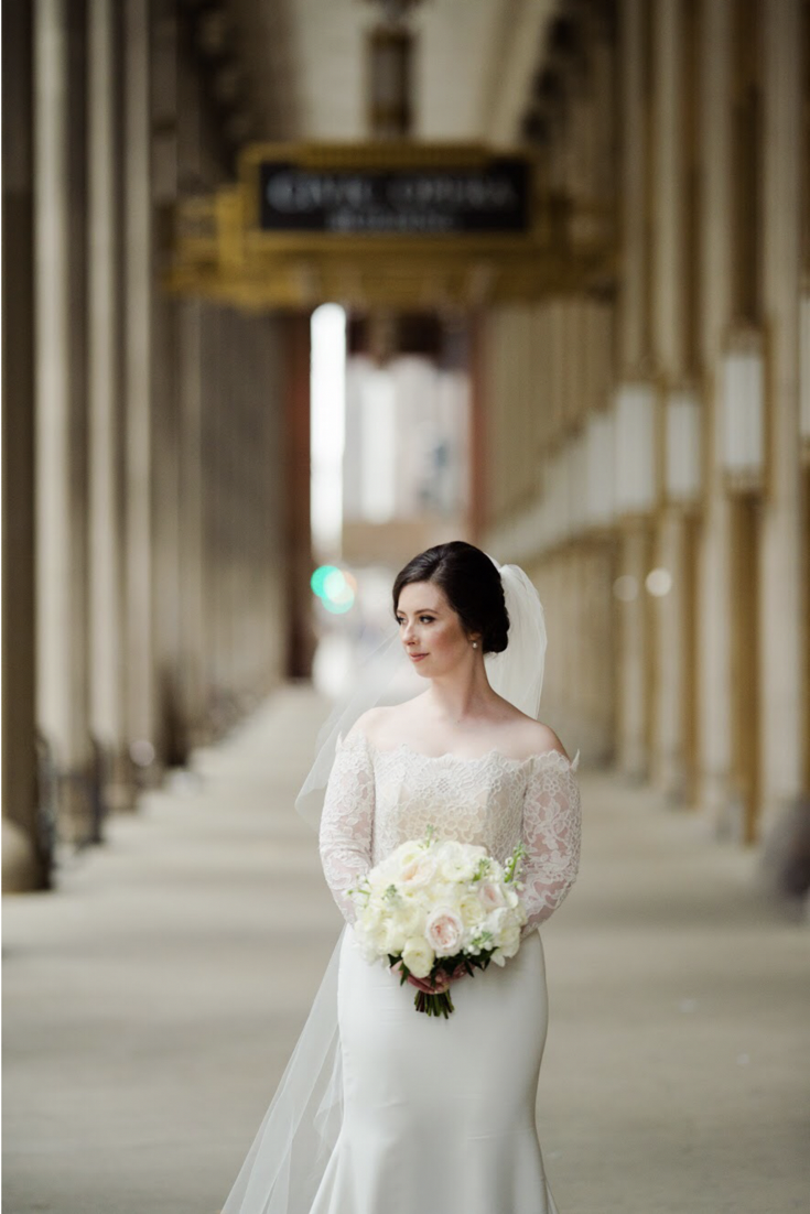 Lovely Wedding Gown Whit Bouquet Hair Makeup By Goldplaited