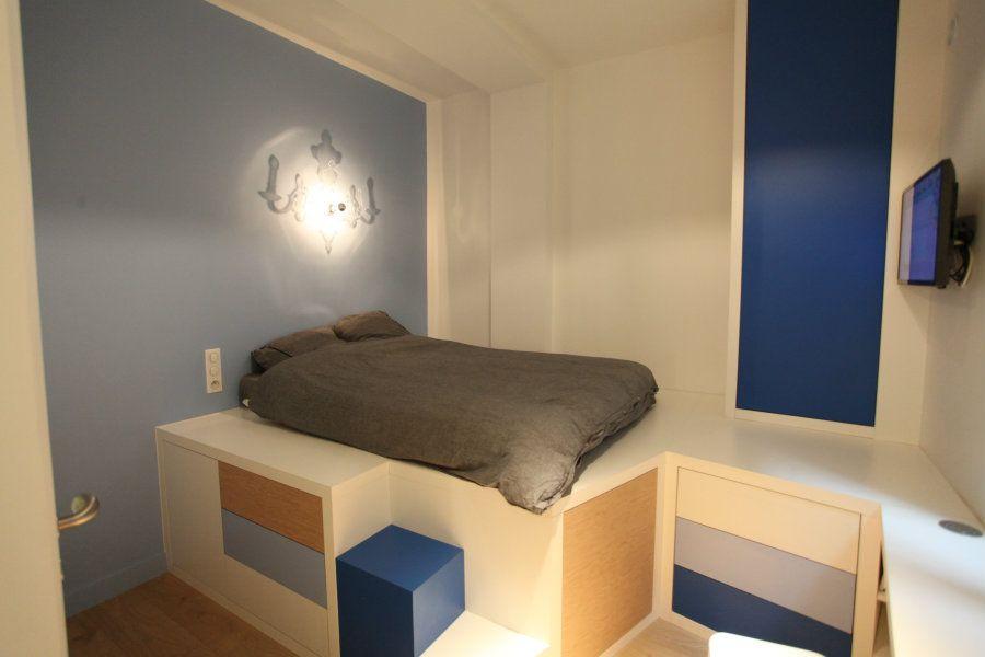 beautiful renovation of parisian studio apartment by cyril rheims pinterest am nagement. Black Bedroom Furniture Sets. Home Design Ideas