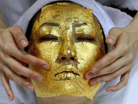 Anti-Aging Trends - Verjüngungskur mit Schneckenschleim, Gold und Kohle