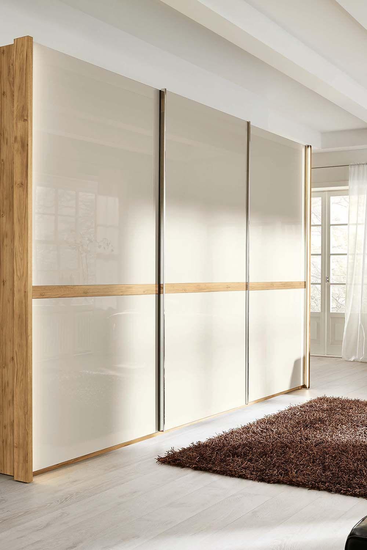 Grosser Schlafzimmerschrank Mit Viel Stauraum In 2020 Schlafzimmer Schrank Musterring Schranksystem