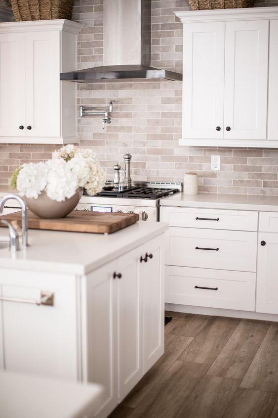 11 Fresh Kitchen Backsplash Ideas For White Cabinets In 2020 Kitchen Renovation Kitchen Interior White Kitchen Design