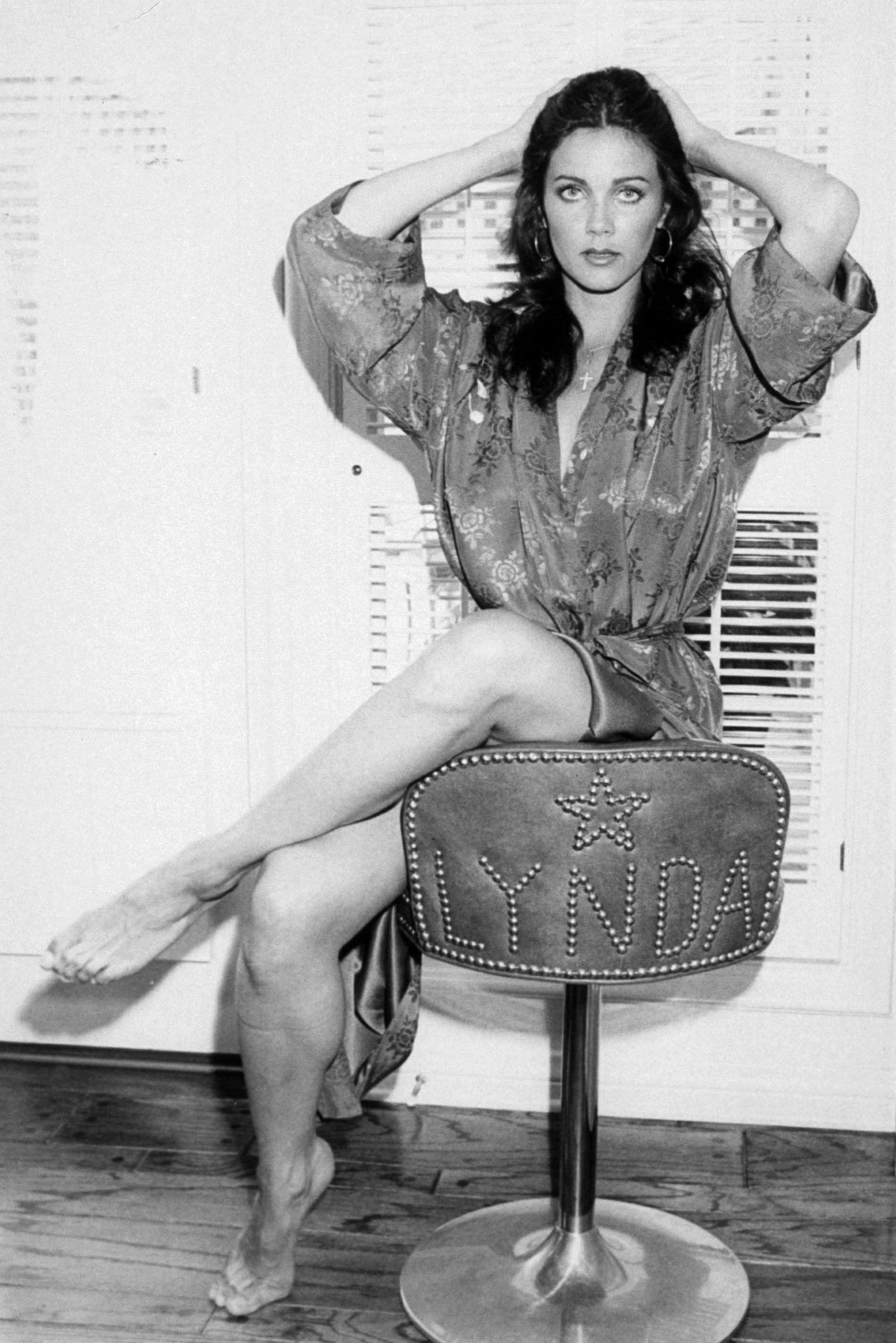 legs Lynda carter