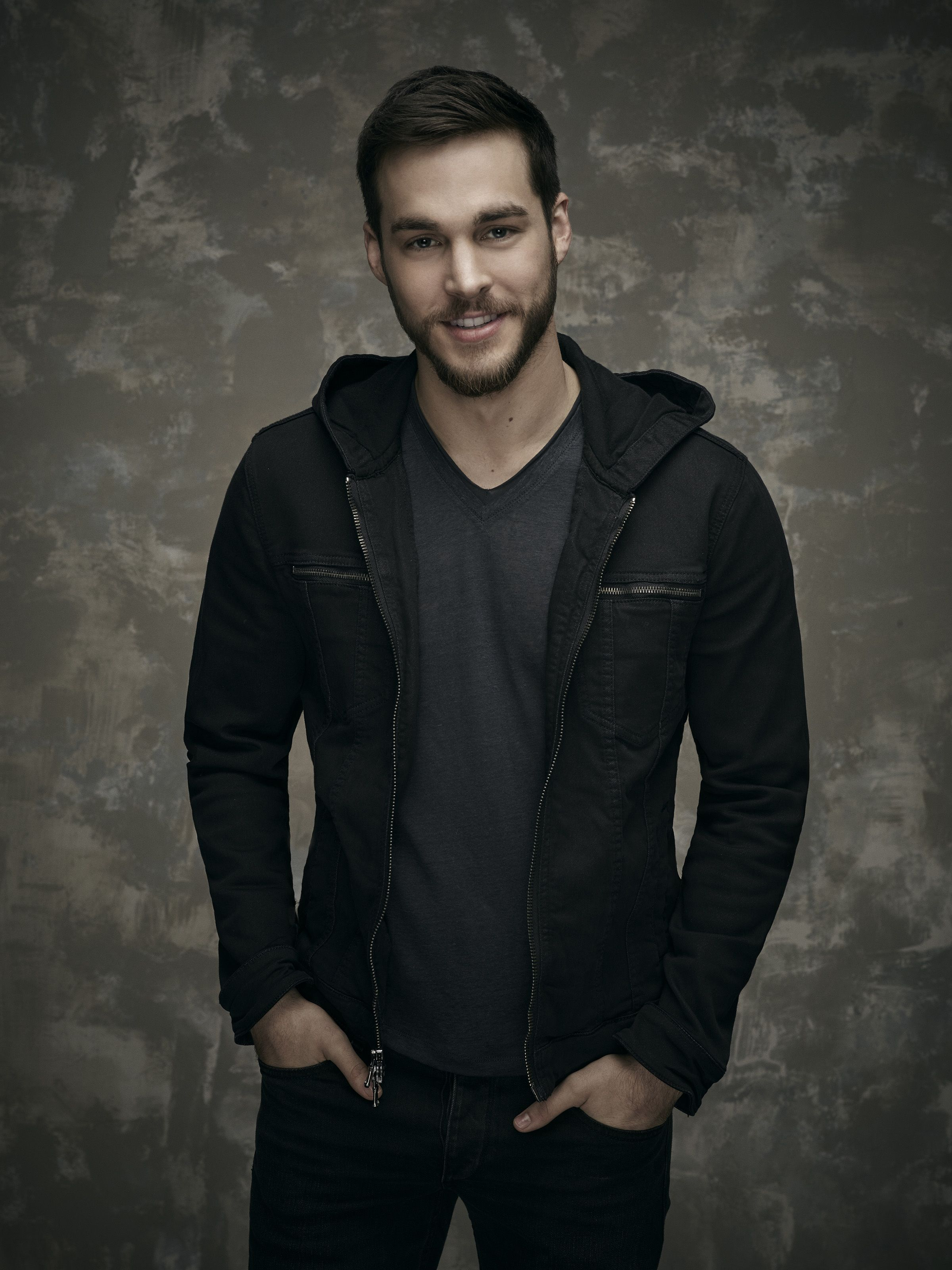 Containment Limited Series Event Chris Wood As Jake Chris Wood Homens Bonitos Supergirl