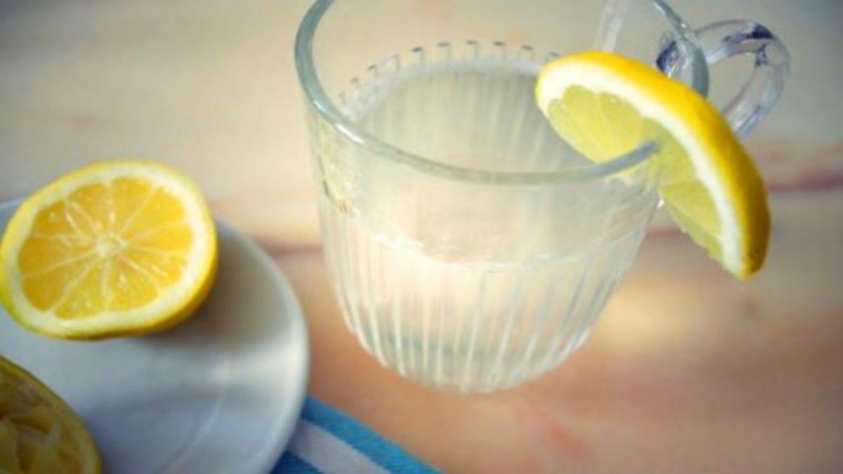 Boire de l'eau avec du citron tout les matins : l'erreur