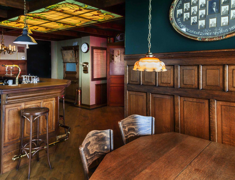 grand caf interieur caf horeca interieurbouw engelse pub interieurbouw thuisbar kroeg bruin caf barbouw op maat antiek architectural