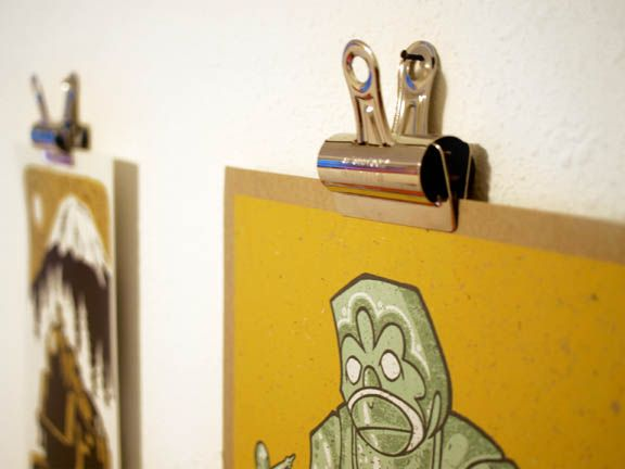 [ HANGING POSTERS ] I'm really loving these bulldog clips, and seem to