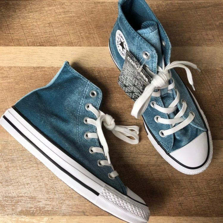 dinero formal Ondular  New with tag Converse blue velvet high top sneakers. See photos for  details. Feel free to ask questions/make offers. | Velvet sneakers, Converse,  Sneakers