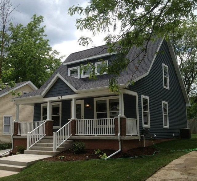 This House Is Similar To Ours And Shows What A Porch Would Look Like Added To The Existing Gable Dorm Cape Cod Style House Cape Cod House Exterior Porch Design