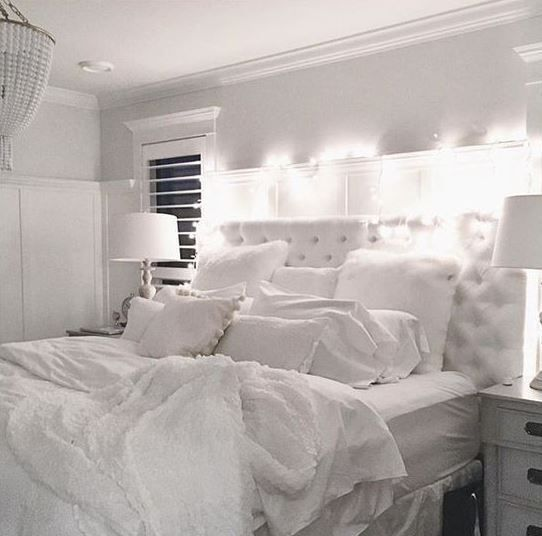22 ways to make your bedroom cozy and warm apartment living bedroom all white bedroom home. Black Bedroom Furniture Sets. Home Design Ideas