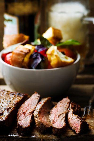 Eigentlich viel zu schade. In Deutschland landet das Flank Steak im Gulasch und in der Wurst, da es so vielseitig einsetzbar ist. Dabei ist es als Steak ein wahrer Genuss. (Quelle: Thinkstock by Getty-Images)