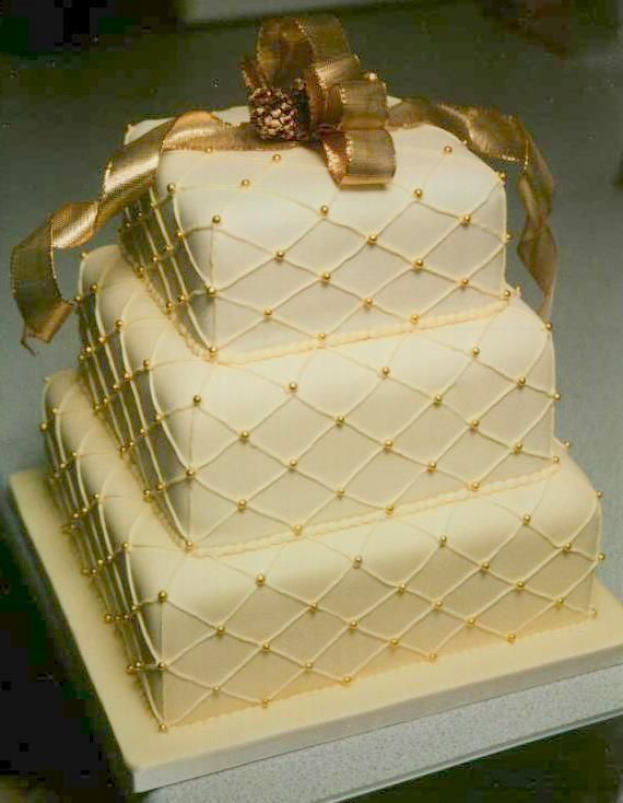 Cake Decorating: Cream and Gold stacked Wedding Cake great ...