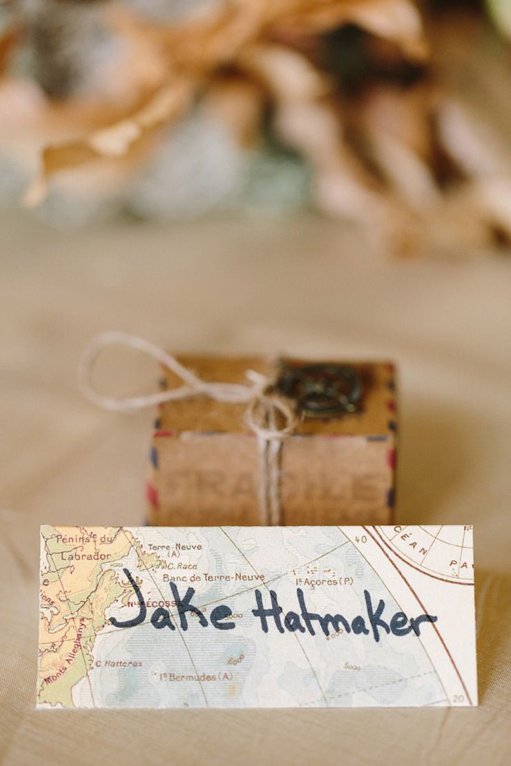 Travel themed wedding place card | fabmood.com