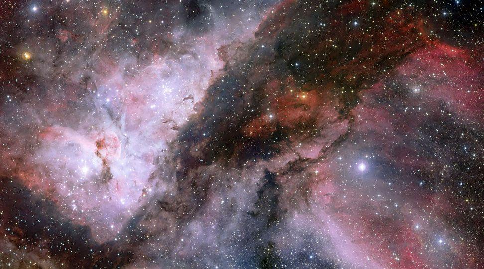 O panorama espetacular mostra as imediações da estrela Wolf-Rayet, WR 22, na nebulosa de Carina (dir.) e da estrela Eta Carinae (esq.). A imagem também foi composta a partir de La Silla, no Chile. Foto: ESO