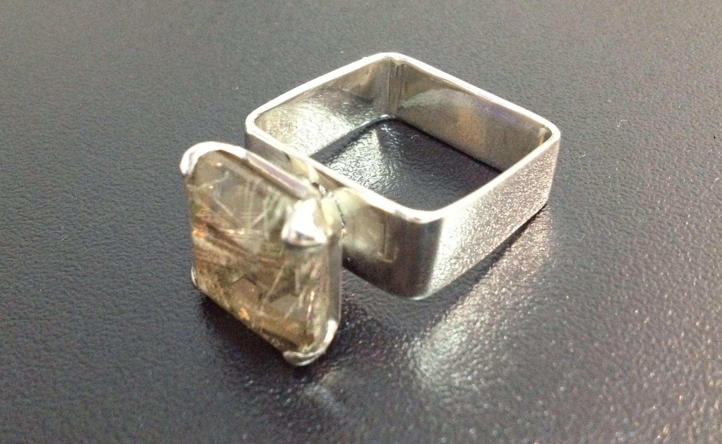 quartzo rutilado em prata
