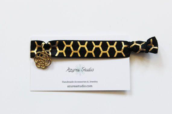 Oro nero a nido d'ape fiore cravatta capelli di AzureaStudio