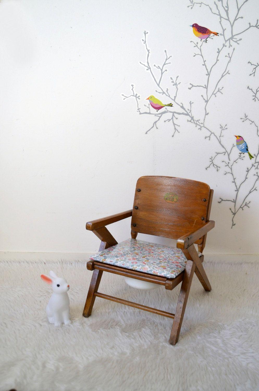 Chaise enfant , chaise-pot, vintage ,vernie , assise Liberty Betsy porcelaine , child chair de la boutique atelierdelachoisille sur Etsy