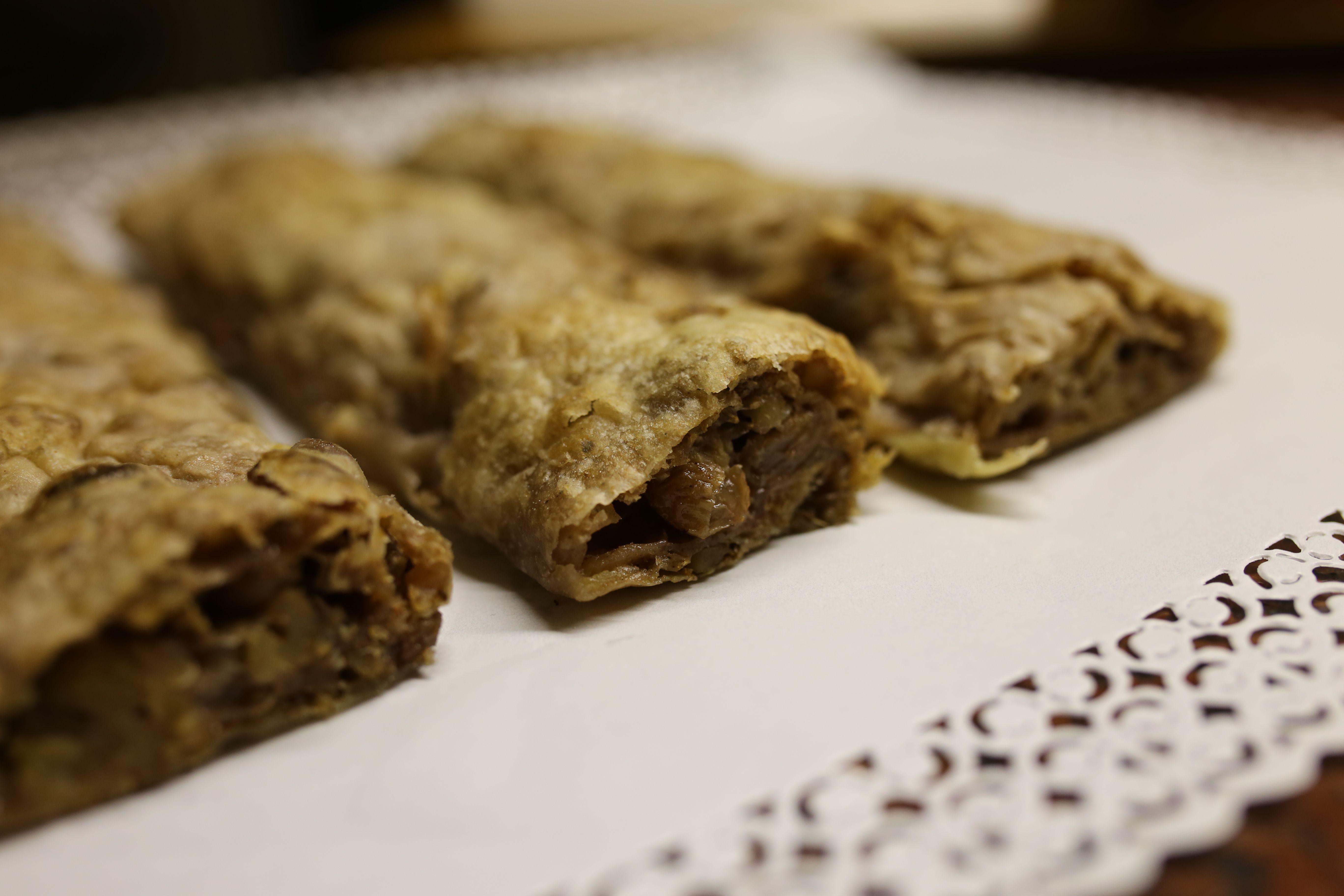 """La nostra """"Crescia Fogliata"""" scopri di piu: http://www.fornoruffinelli.it/index.php/pages/torte-crostate-e-dolci/87-prodotti/dolci/94-crescia-fogliata"""