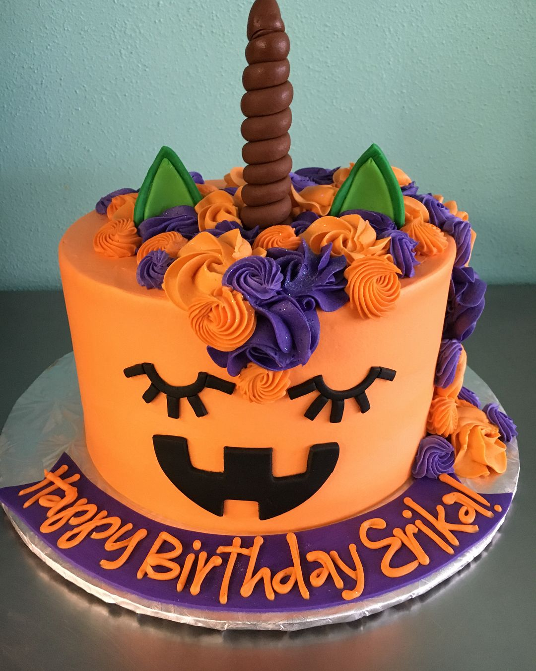 Creepy-Crawly Cakes For Your Kid's Halloween Birthday — Because Candy Bars Just Won't Cut It