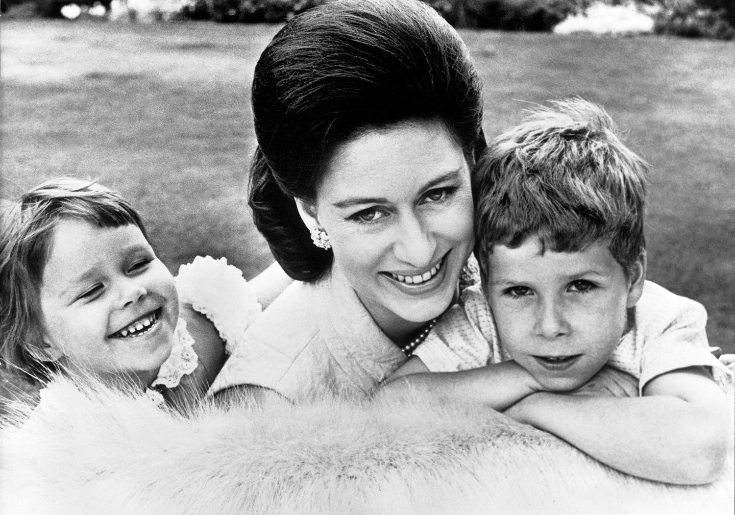 Did Queen Elizabeth Carry a Purse with Princess Margaret's