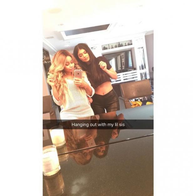 Blac Chyna kommentiert das gemeinsame Foto mit Kylie Jenner auf Snapchat mit: