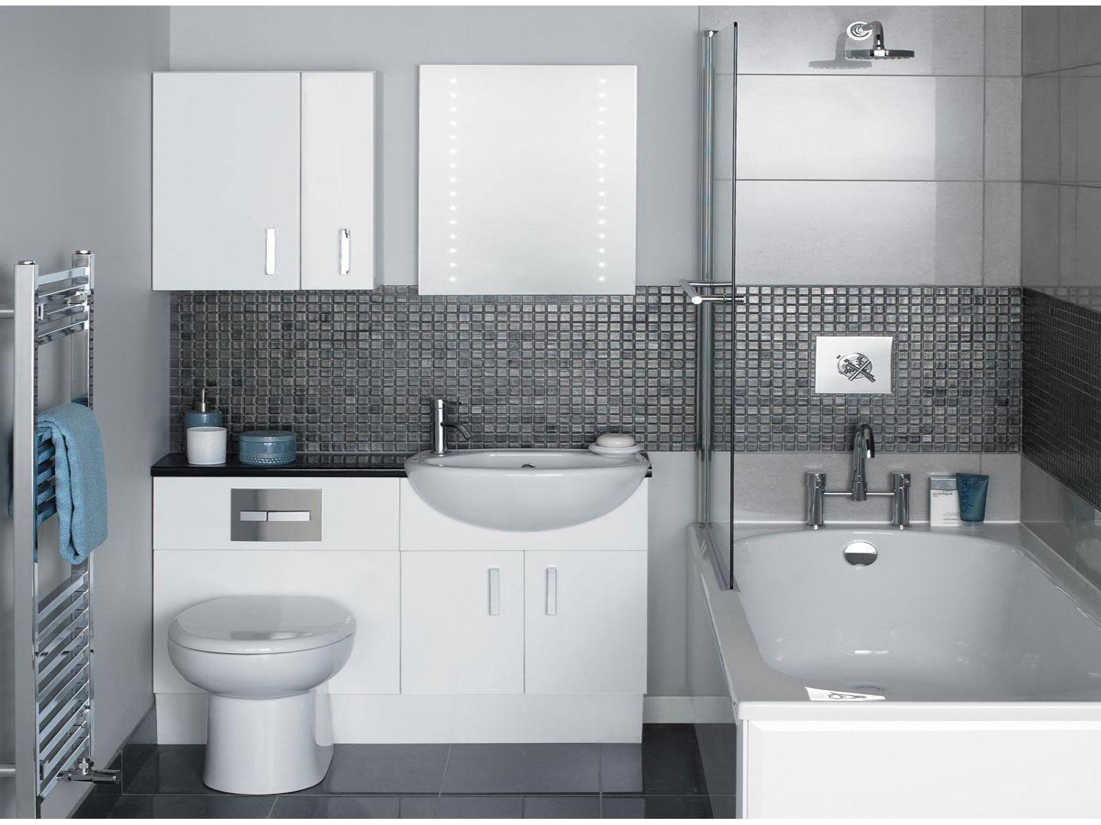 Fancy Bathroom With Black Mosaic | Ideas for the House | Pinterest ...