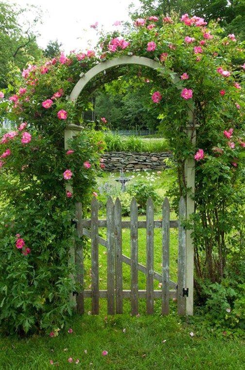 Petit portillon et arche id es jardin arche jardin et - Petit jardin romantique tours ...