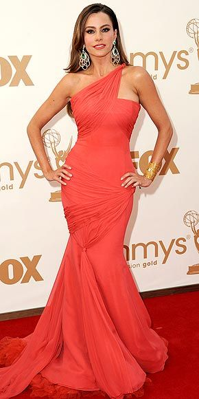 Oo! What will she wear to this year's #Emmys? Modern Family star Sofia Vergara joins Katie 9/26/12!