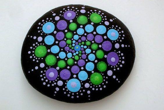 """50 Mandala Rock Painting is part of Stone painting, Mandala painted rocks, Mandala rocks, Painted rocks, Dots art, Mandala stones - Mandala actually is a sacred pactice enganged by Tibetan monks and many other cultures  Mandala words originated from classical Indian Sanskrit languange that could be losely means a """"circle""""  Here is DIY Mandala Rock Painting   How to Make It"""
