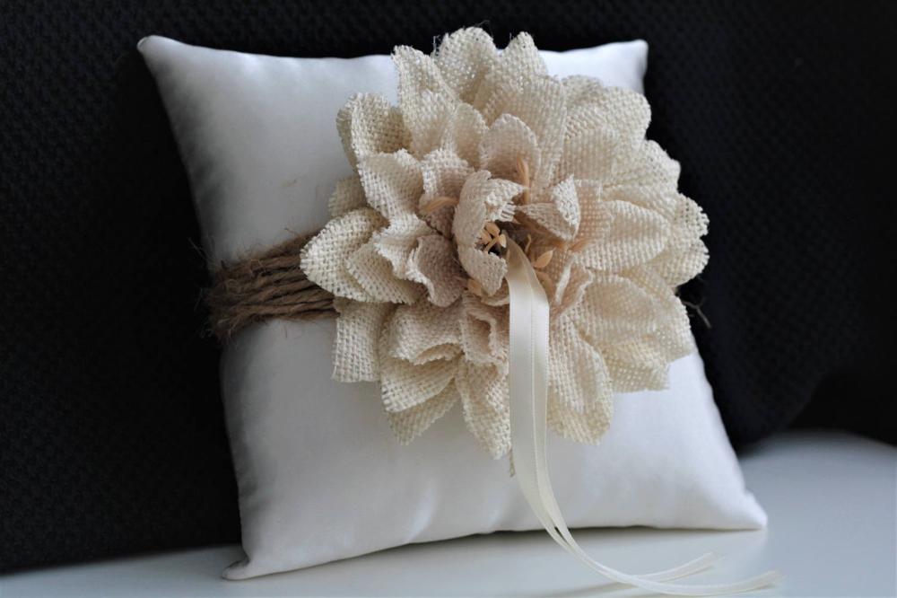 Wedding ring pillow Ivory ring pillow Ring bearer pillow Shabby chic bridal pillow Wedding cushion for rings Boho ring pillow Rings holder