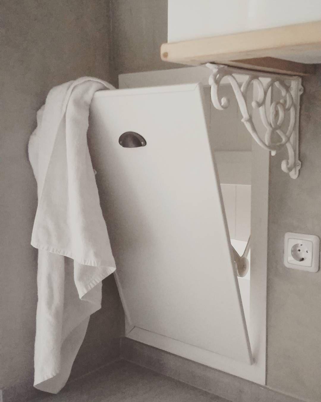 De wasmand in de Bed en Breakfast. De handdoeken komen zo bij mij in ...