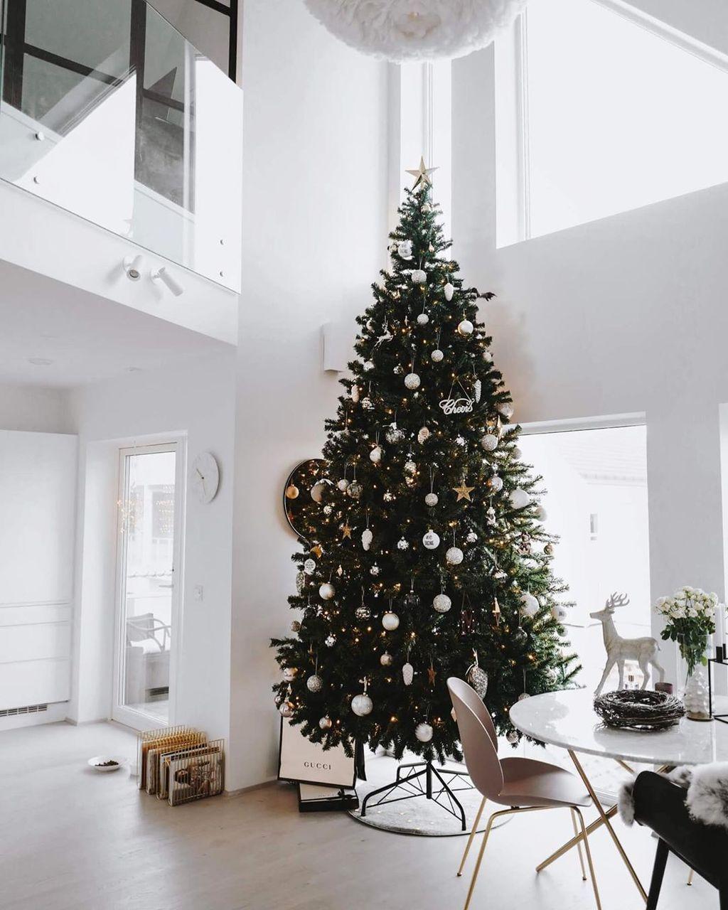 33 Amazing Scandinavian Style Christmas Living Room Decor Christmas Decorations Living Room Christmas Living Rooms Scandinavian Christmas Decorations