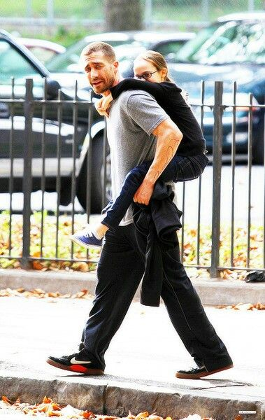 Jake Gyllenhaal and Oona Laurence filming Southpaw in New ...