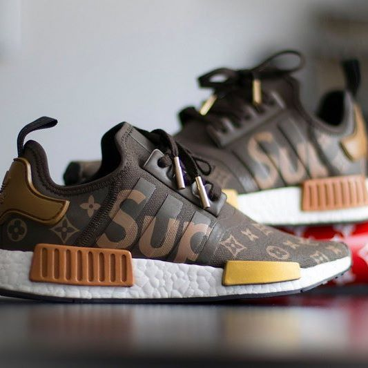 outlet store 7a8a1 0ca83 SUPREME X LOUIS VUITTON X ADIDAS NMD R1 Available in online store . Link en  Bio