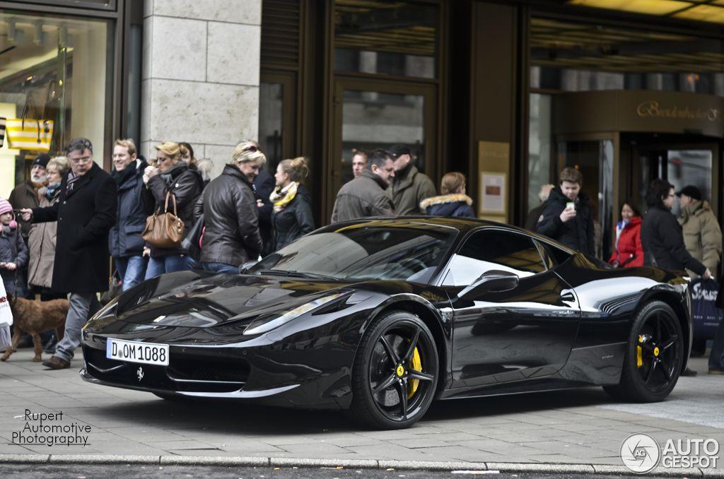 Mesut özil Ferrari 458