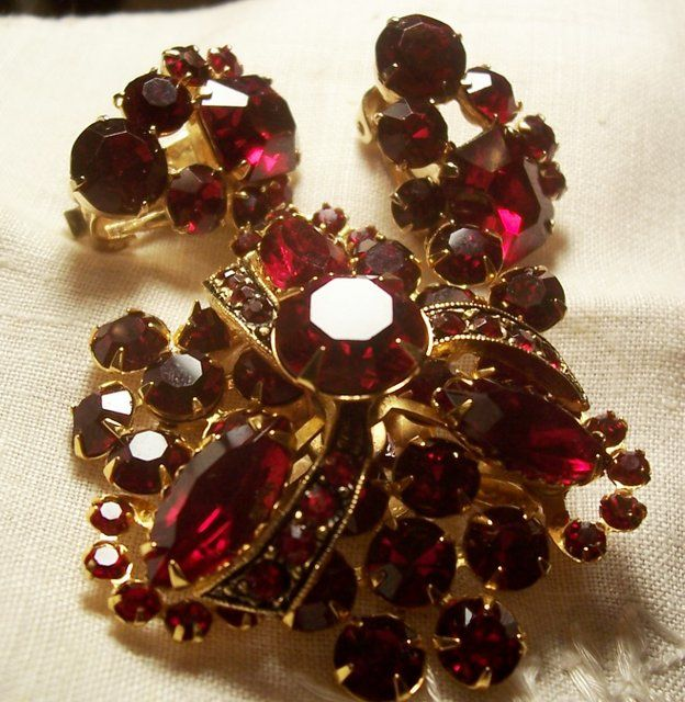 7303f05d2 Learn How Much Your Vintage Costume Jewelry is Worth | Vintage ...