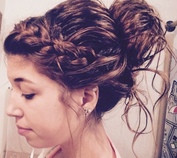 Things With Scrunched Hair Waitress Hairstyles For Long Hair Waitress Hairstyles Hair Stules