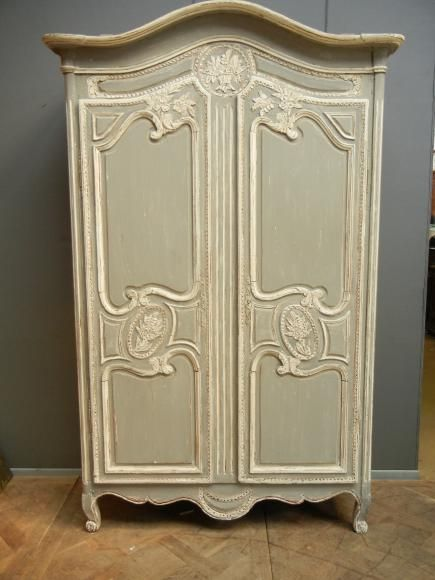 ancienne petite armoire normande peinte chambre. Black Bedroom Furniture Sets. Home Design Ideas