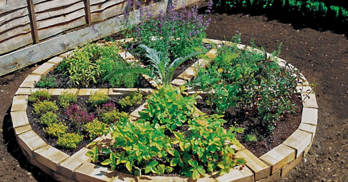 Kreativ Idee Gemauertes Krauterrad Aus Tonziegeln Garten Garten Hochbeet Garten Bepflanzen