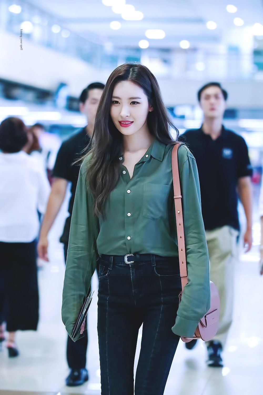 Pin By Favidols On From Reddit Pinterest Kpop Idol And Airport Fashion