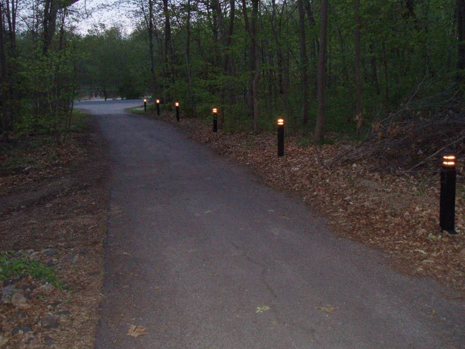 Lighted driveway cabin outdoor lighting ideas for Driveway landscape lighting