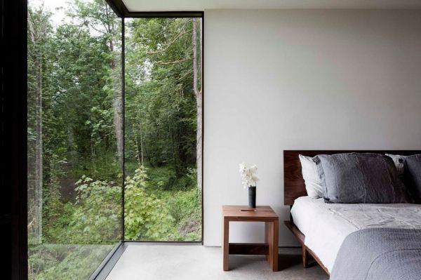 Modernes Haus im Wald mit Glasfassade Schlafzimmer ideen