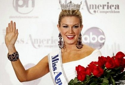 There she is Miss America! Mallory Hagan, a 23-year-old Brooklyn resident by way of Alabama, was crowned Miss America 2013 on Saturday, January 12. Miss New York
