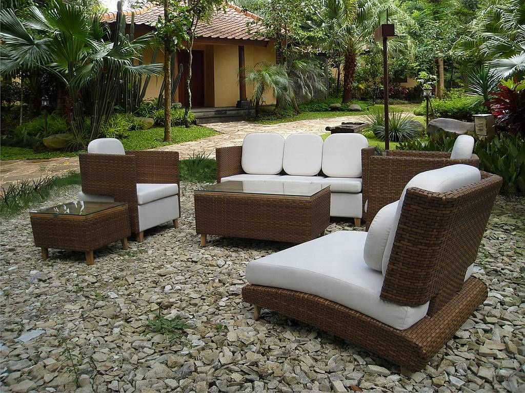 Unusual stone yard for outdoor sitting space using modern patio furniture with