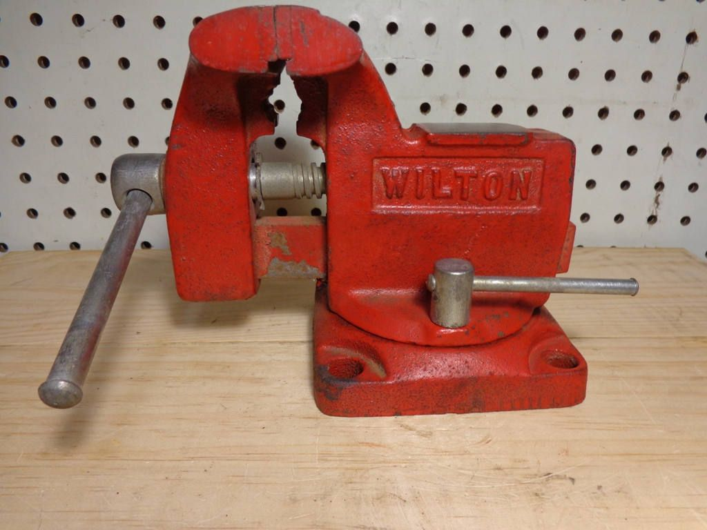 Wilton Bench Vise 3 1 2 Jaws Width Jaws Opening 3 4 Hole Square