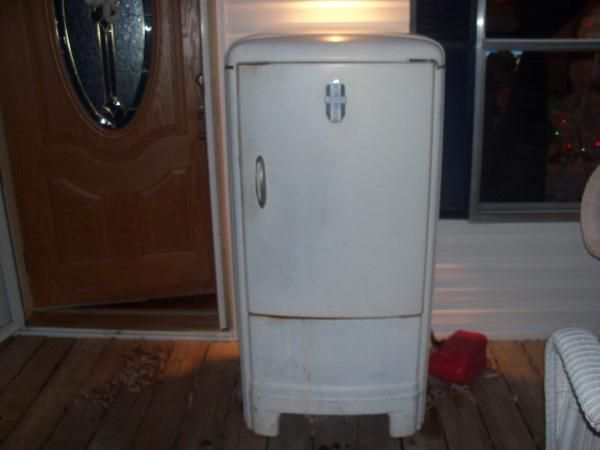 Vintage Frigidaire Fridge Made Only By General Motors Retro