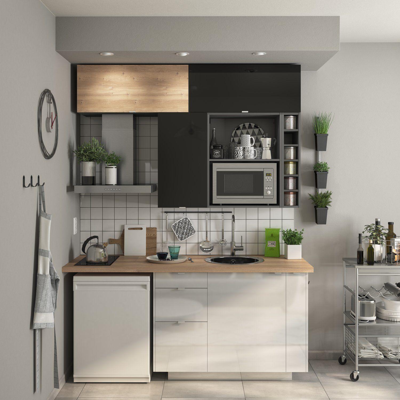 Petite Cuisine Optimisee Jusqu Au Plafond En 2020 Cuisine De Petit Appartement Cuisine Petit Espace Amenagement Cuisine Ouverte