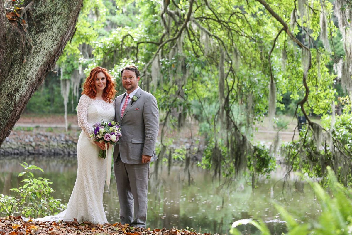 Get Married In The Gorgeous Bonaventure Cemetery In Savannah Ga Elopements Make Everything Stress Free And Affordable For Wedding Elope Savannah Chat Wedding