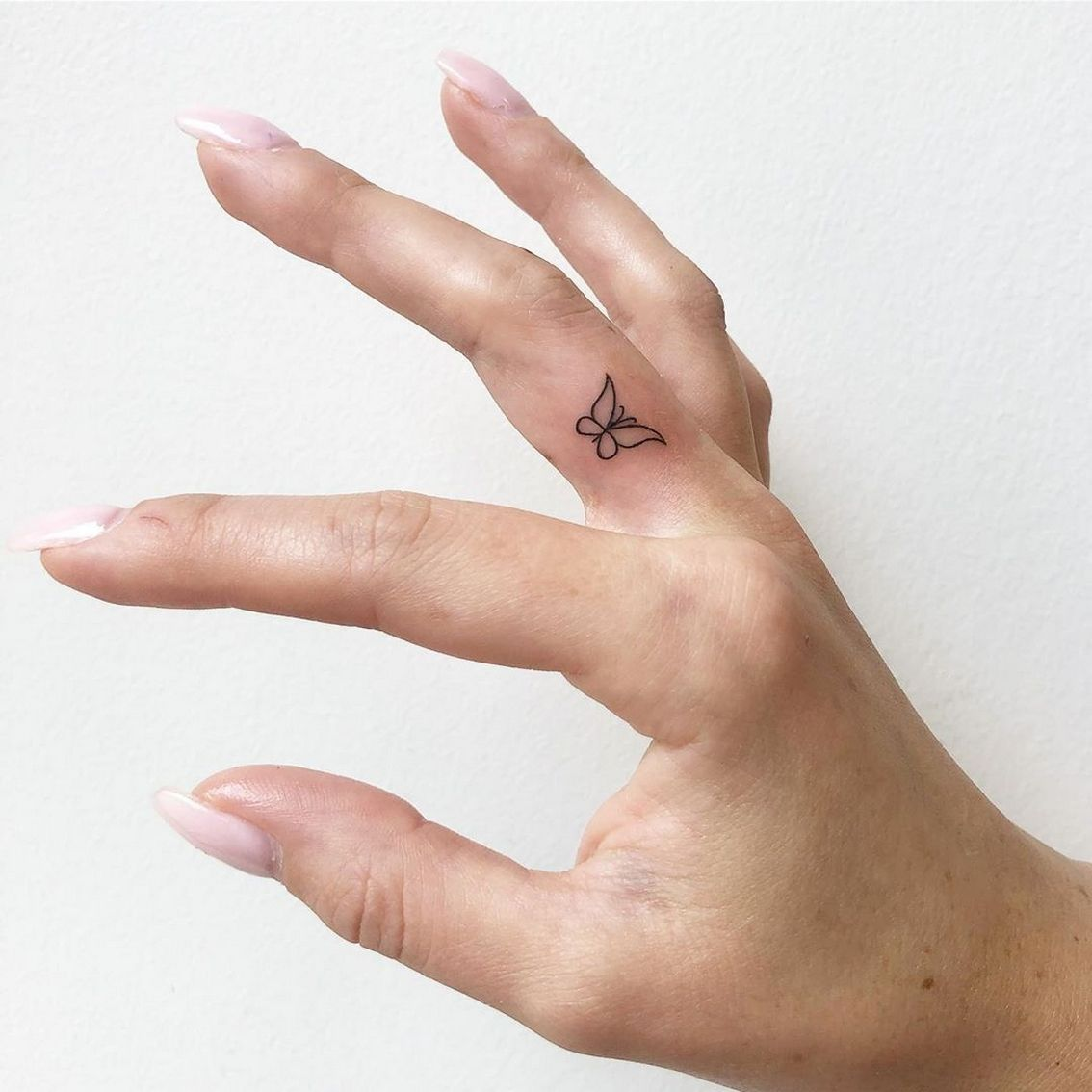 Photo of 50 Cool Finger Tattoos to Inspire You